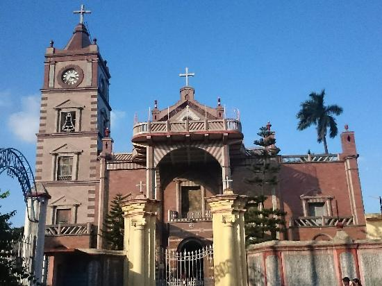 Hooghly, Indien: Front view of Bandel Church