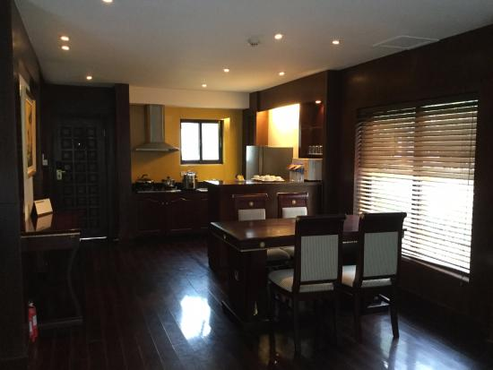 Sun Island Resorts : Dining room and kitchen