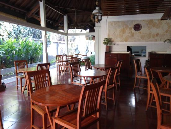 Paradiso Beach Inn: Breakfast area