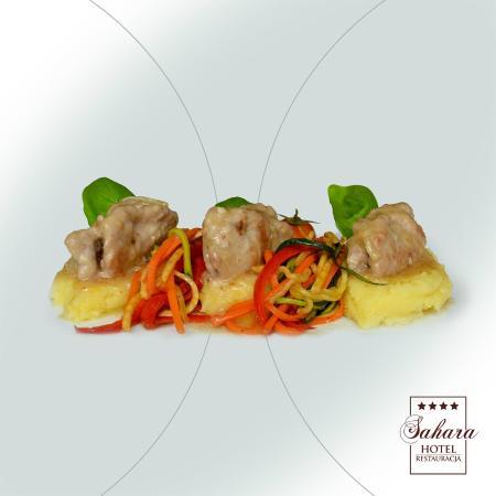 Zraziki cielęce z puree ziemniaczanym i warzywnym spaghetti
