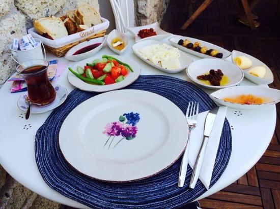 Alacati Roka Boutique Hotel : Great traditional Turkish breakfast