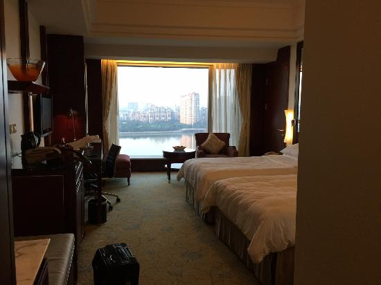 Shangri-La Hotel Guangzhou : View from the entrance