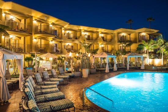 Pacific Terrace Hotel : Pool Cabanas Night