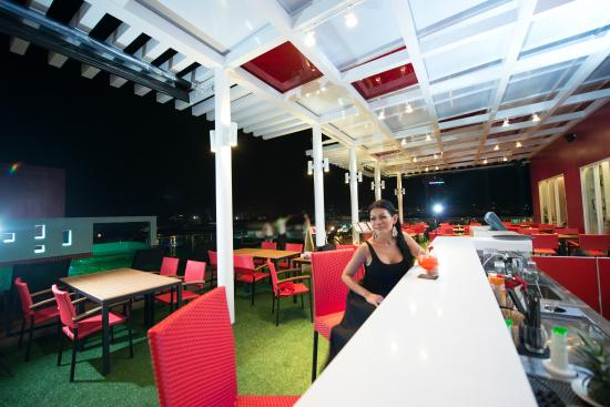 Sleep With Me Hotel: SANOOK WITH ME pool bar and sky lounge