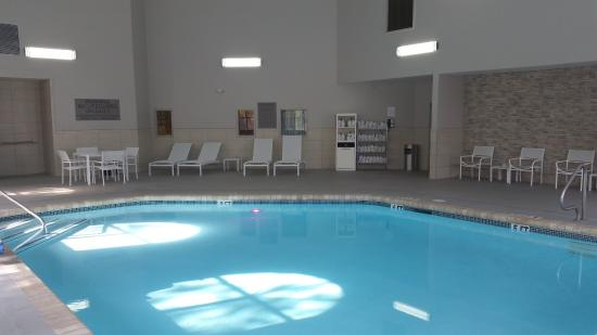 Country Inn & Suites By Carlson, Chattanooga at Hamilton Place Mall: Other Hotel Services/Amenities