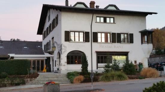 Hotel Restaurant Chartreuse: Passt ins Dorfbild..Überraschung garantiert