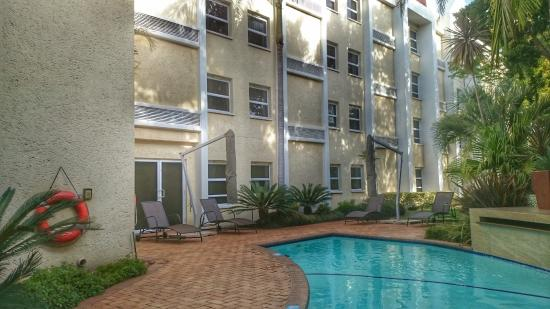 StayEasy Pretoria: Garden and Pool area