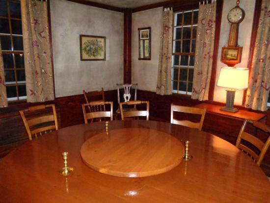 West Brookfield, Μασαχουσέτη: Antique furniture