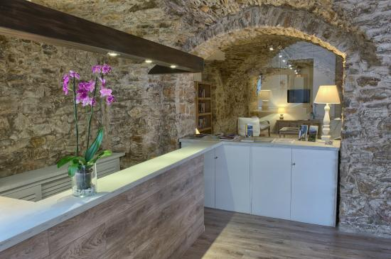 Hotel El Petit Convent: Recepción