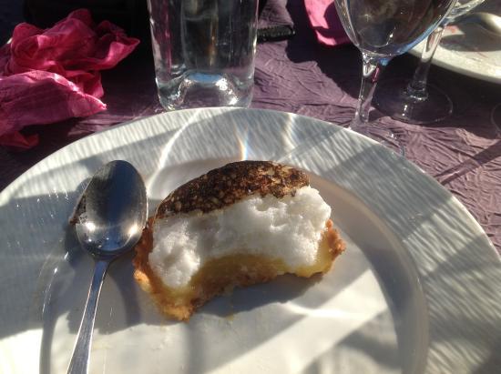Magné, France : Une tarte au blanc d'oeuf