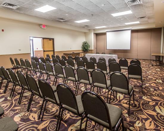 Econo Lodge Inn & Suites: Meeting