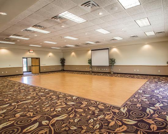 Econo Lodge Inn & Suites: Ballroom