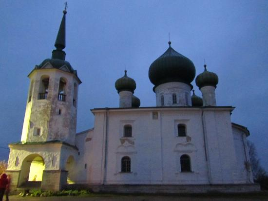 Staraya Ladoga, Rússia: Ноябрь, вечер...  рано темнеет