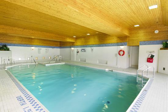 Les Suites Hotel Ottawa: Indoor Heated Pool
