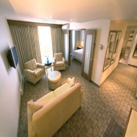 International Hotel Calgary: Bedroom Suite