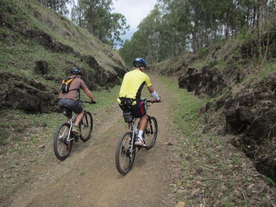 Brisbane Valley Rail Trail: uphill