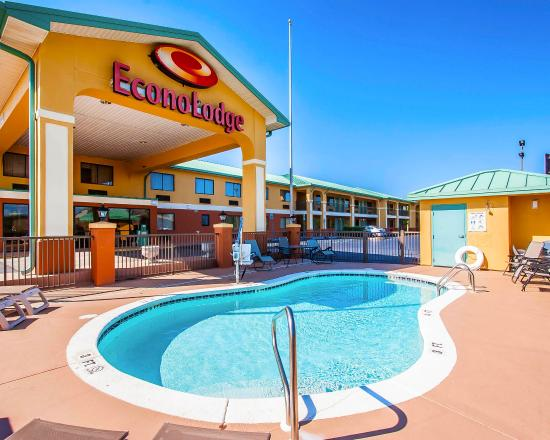 Econo Lodge Prattville: Pool
