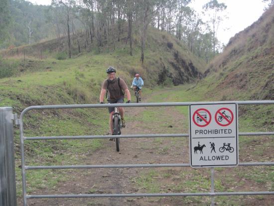 Brisbane Valley Rail Trail: lots of gates