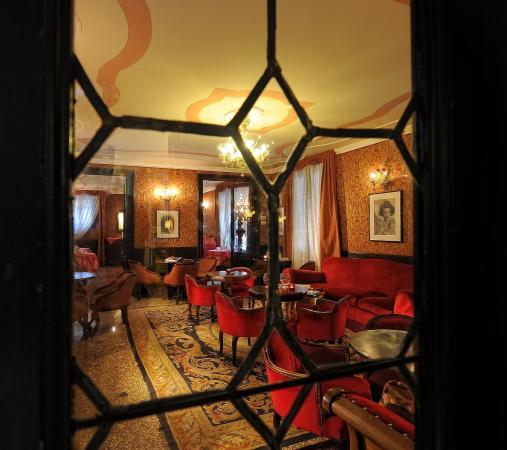 Hotel Flora: Lobby