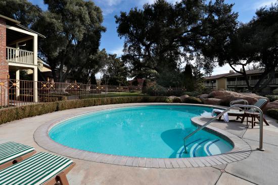 Paso Robles Inn: Heated Pool & Spa