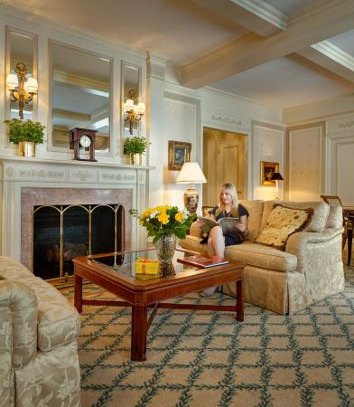 Hotel Elysee: Living Room of the Vladimir Horowitz Suite