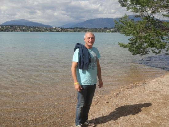 Finkenstein am Faaker See, Østrig: zicht van het meer vanaf de kamping