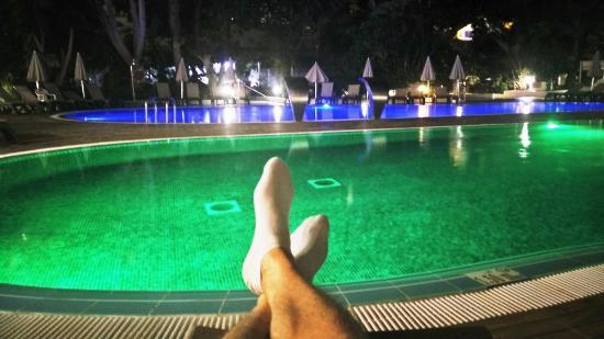 H10 Tenerife Playa: Night time at the pool.