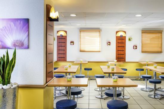 Salle petit dejeuner foto di hotel ibis budget meudon for Hotel petit budget