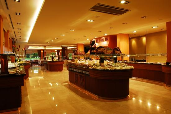 Falesia Hotel: Buffet table
