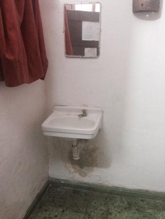 Hotel San Jose: Bedroom sink