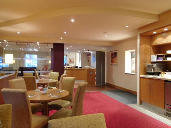 Premier Inn Reading (Caversham Bridge) Hotel: Comfortable eating area