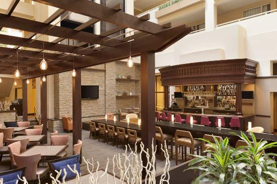 Embassy Suites by Hilton Boston / Waltham: Atrium Lounge