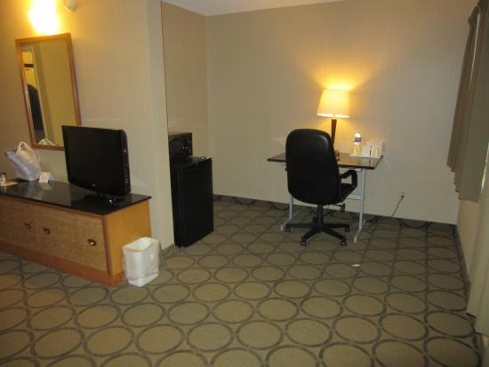 Comfort Inn - Highway 401: Desk