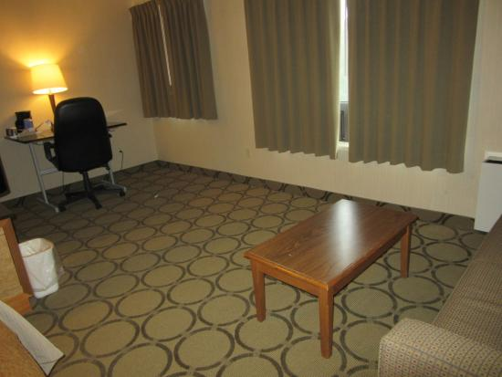 Comfort Inn - Highway 401: Couch and Desk