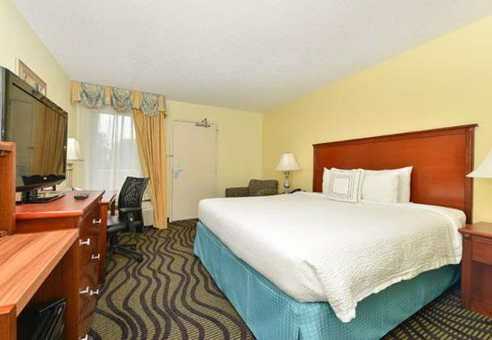 Baymont Inn & Suites Savannah Midtown: King Guest Room