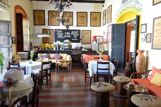 Foto de casa de la abuela suchitoto enjoying fresh juice - La casa de la abuela cazorla ...