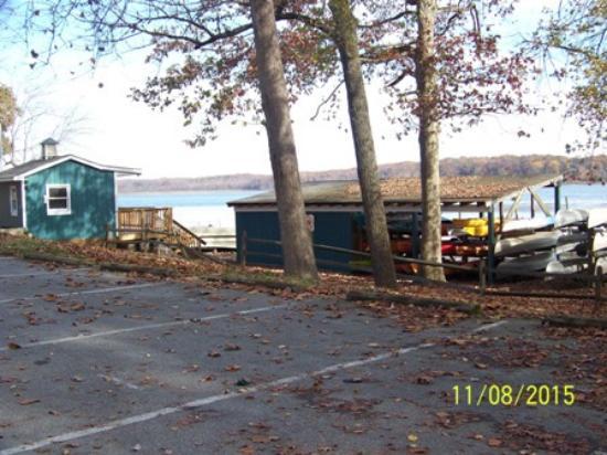 Lorton, VA: view of kayak rental area