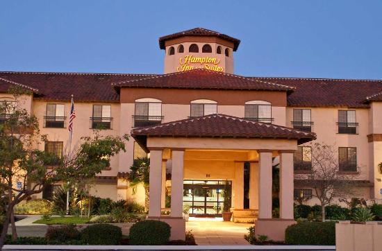 Hampton Inn & Suites Camarillo: Front of Hotel