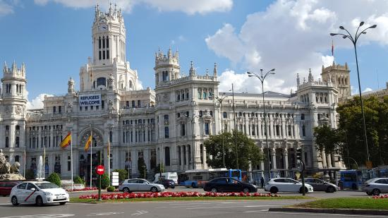 Edificio de correos picture of plaza de cibeles madrid for Edificio de correos madrid