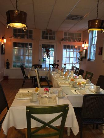 Smithfield Gourmet Bakery and Cafe: Seating up to 20 for a luncheon or party