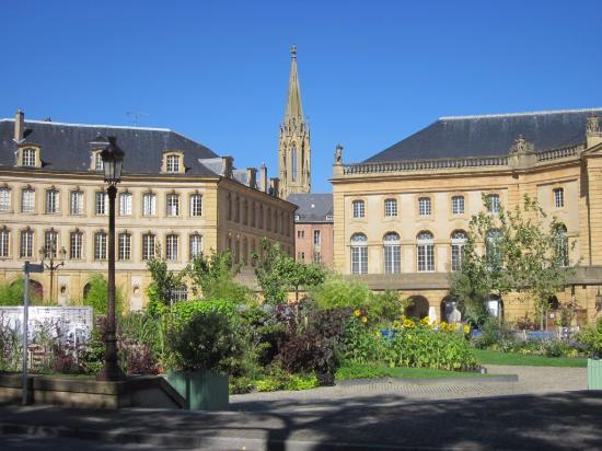 Place de la Comédie : нарядная площадь