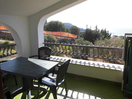 terrazzo attrezzato e vista mare - Foto di Residence Bolivar, Marina ...