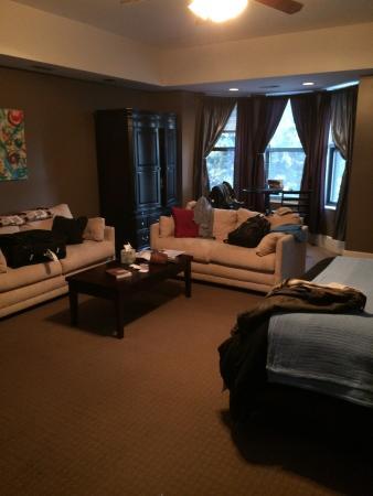 Meridian Manor Bed and Breakfast : Zimmer Sicht zur Strasse
