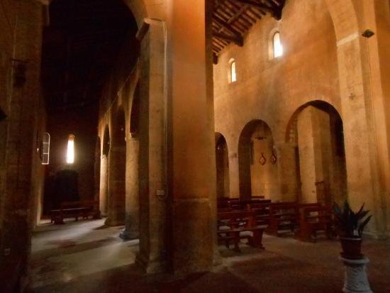 Chiesa di San Gregorio: Navate laterali e centrale