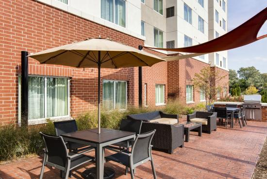 Residence Inn Chicago Wilmette: Outdoor Patio