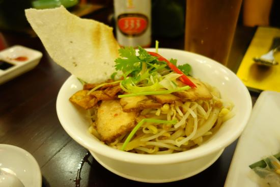 'Cao Lau' Noodles with Marinated Pork (55,000 VND)