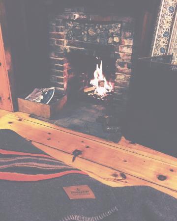 Maine Idyll Motor Court: Fireplace