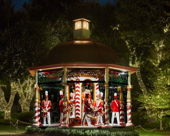 12 Days of Christmas Gazebo - Picture of Dallas Arboretum ...