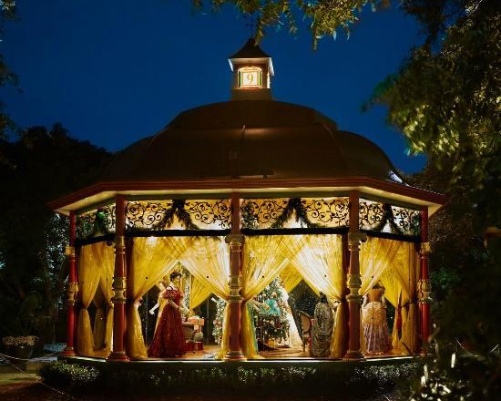 dallas arboretum botanical gardens the 12 days of christmas 9 ladies dancing gazebo - 12 Nights Of Christmas