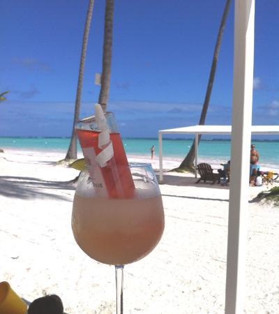 Alsol Luxury Village: Drinks at Juanillo Beach